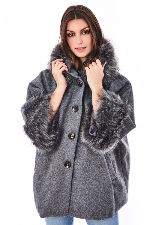 Manteau court bordé de fausse fourrure