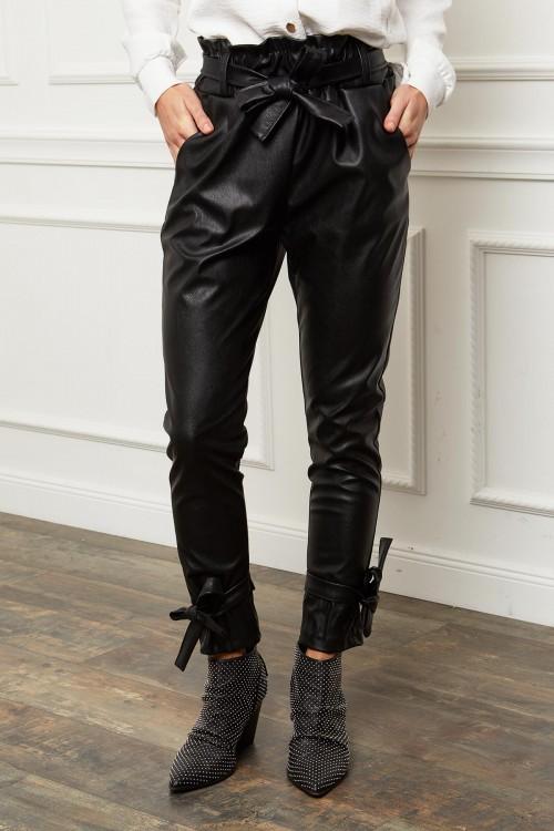 Pantalon simili cuir avec noeuds décoratifs